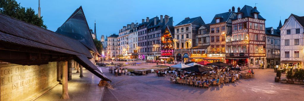 place_du_vieux_marche_rouen_panorama_nuit_centre_ville_jeanne_d_ar_rouen-3